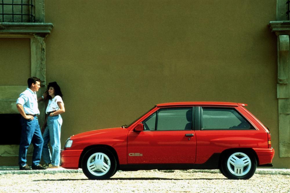 Opel Corsa A [2-й рестайлинг] (1990-1993) GSi хетчбэк 3-дв.