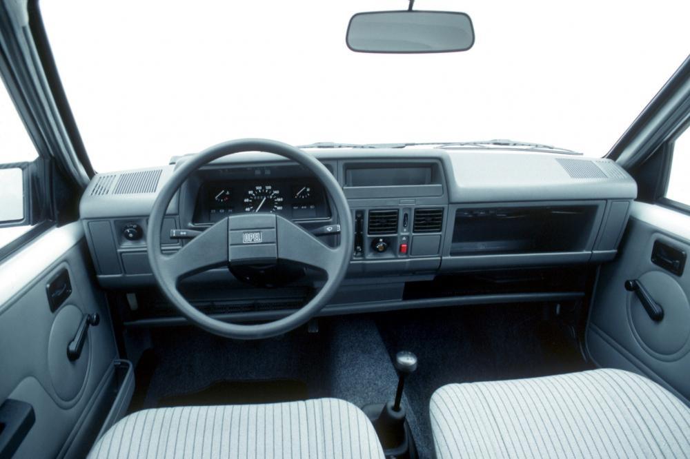Opel Astra 1 поколение A [рестайлинг] (1987-1990) интерьер