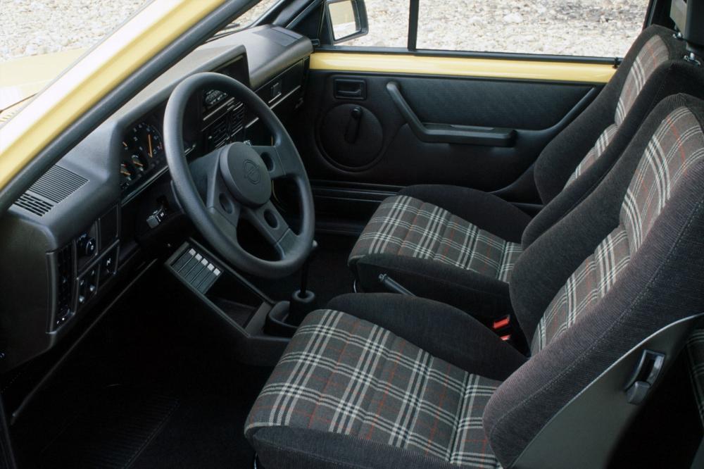 Opel Corsa 1 поколение A (1985-1987) GT хетчбэк 3-дв. интерьер