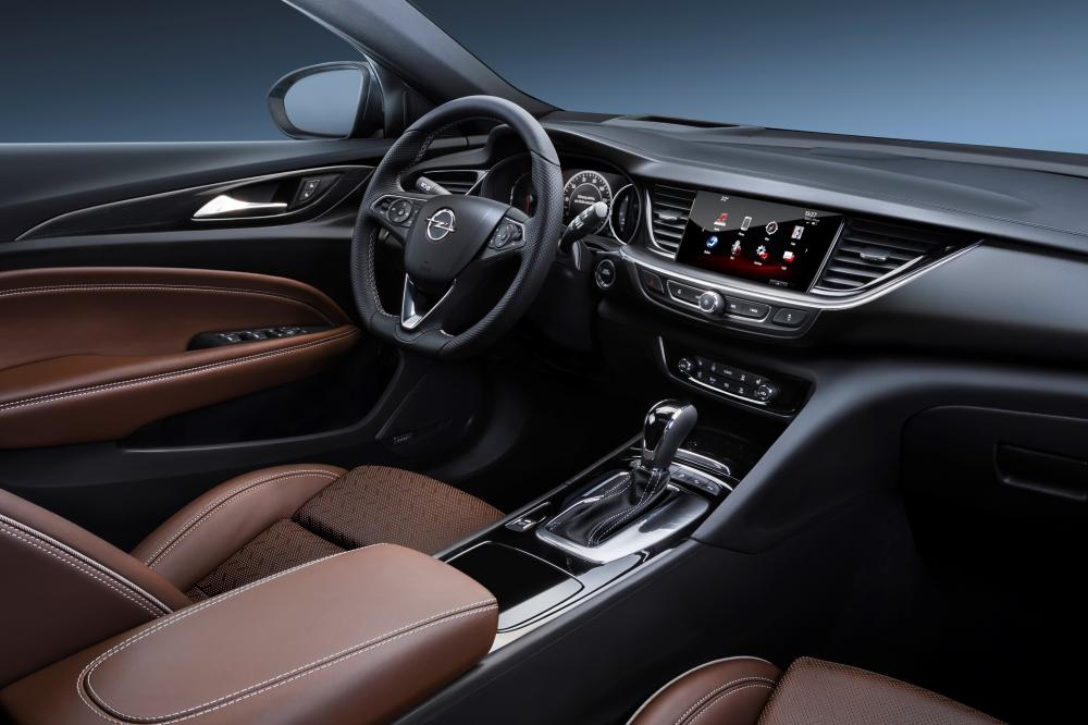 Opel Insignia B Sports Tourer универсал 5-дв. интерьер