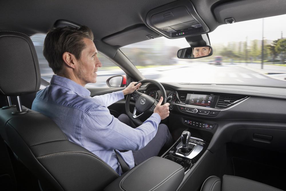 Opel Insignia B Grand Sport лифтбэк интерьер