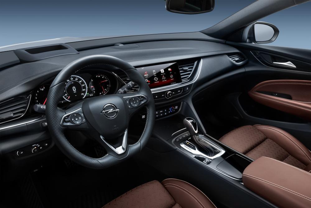 Opel Insignia B Country Tourer универсал 5-дв. интерьер