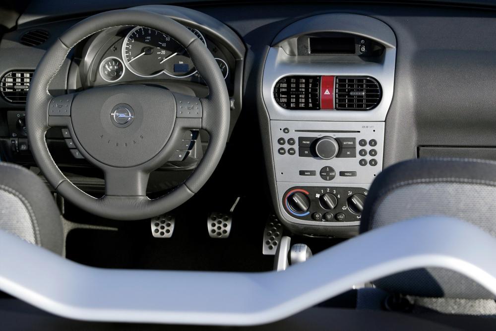 Opel Tigra 2 поколение (2004-2009) Twin Top кабриолет интерьер