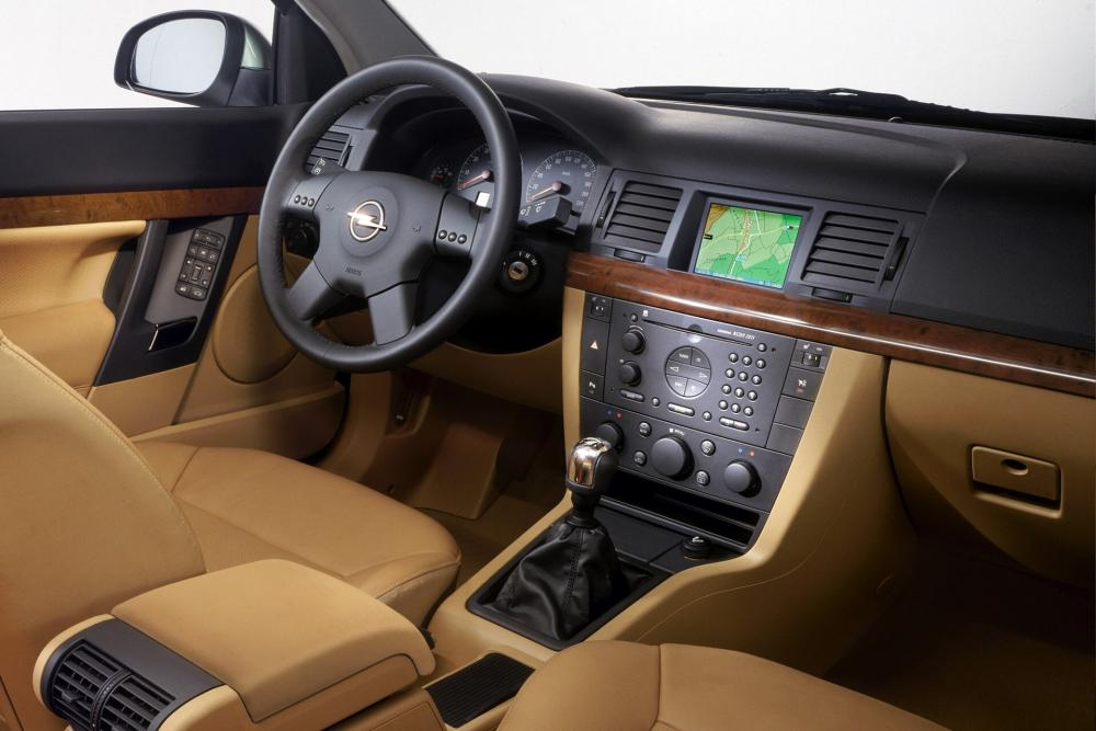 Opel Vectra C (2002-2005) Седан 4-дв. интерьер