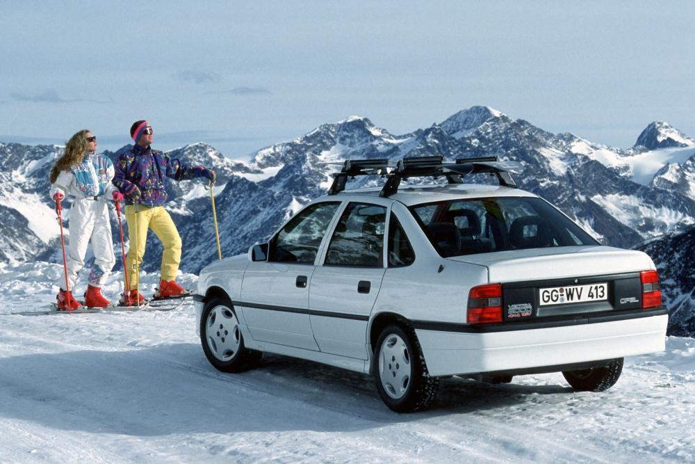 Opel Vectra 1 поколение A (1988-1995) Седан