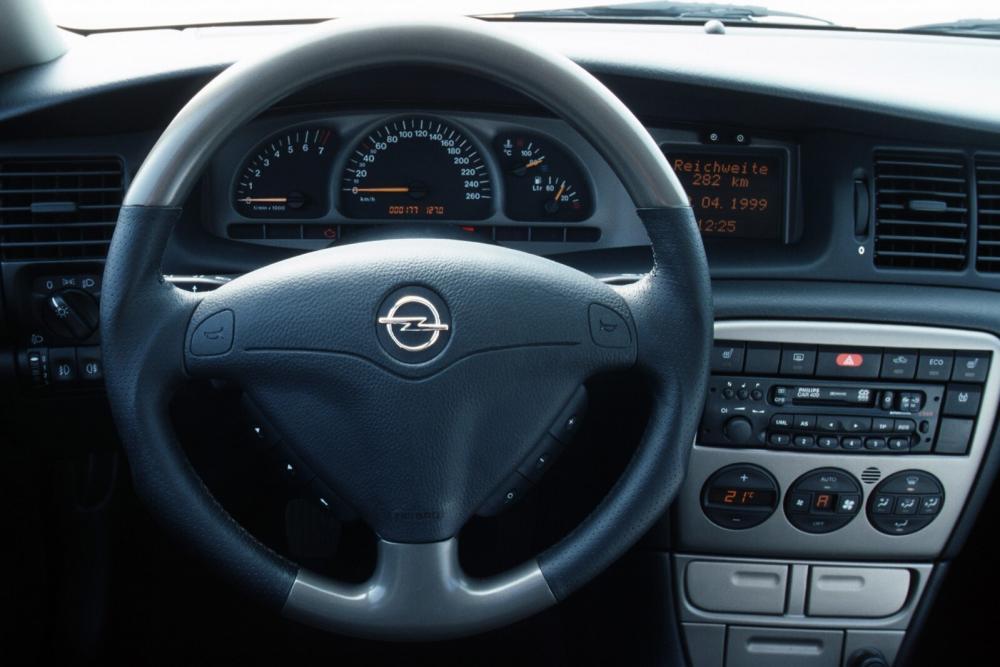 Opel Vectra 2 поколение B [рестайлинг] (1999-2002) I500 седан 4-дв. интерьер