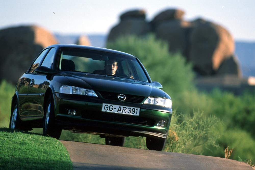 Opel Vectra 2 поколение B (1995-1999) Седан 4-дв.