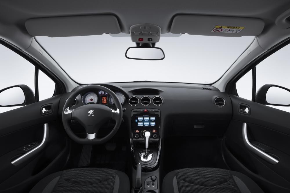 Peugeot 408 1 поколение рестайлинг Седан интерьер