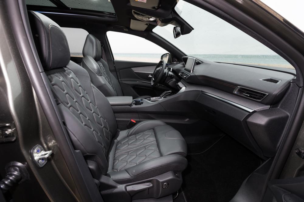 Peugeot 5008 2 поколение (2017) Кроссовер интерьер