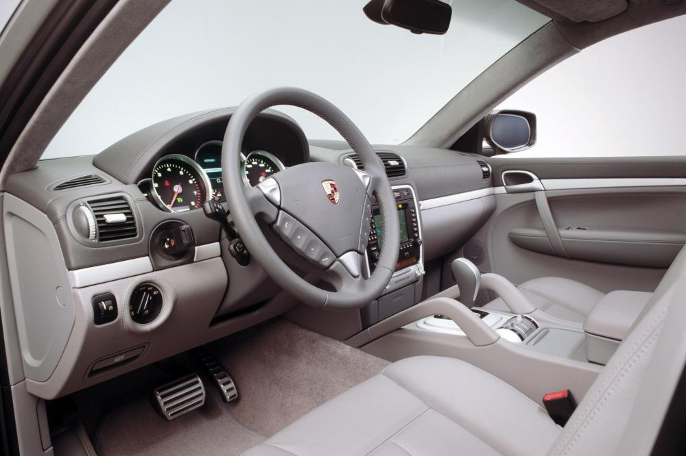 Porsche Cayenne 1 поколение 957 [рестайлинг] (2007-2010) Turbo/Turbo S/GTS кроссовер 5-дв. интерьер