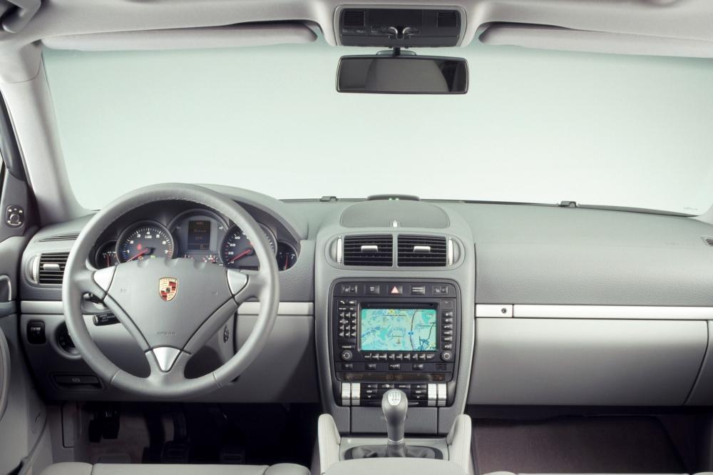 Porsche Cayenne 1 поколение 955 (2002-2007) Кроссовер 5-дв. интерьер