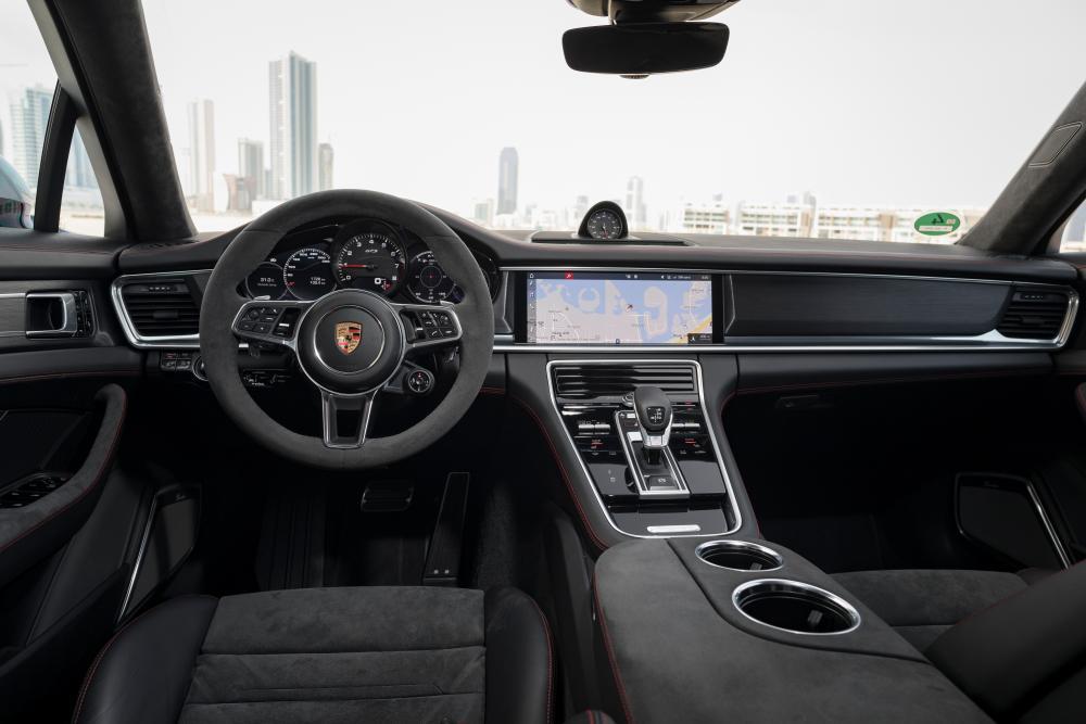 Porsche Panamera 971 Лифтбэк интерьер