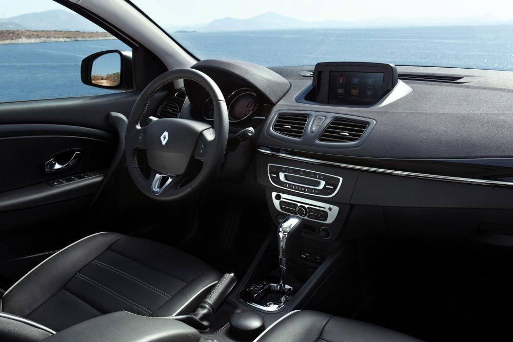 Renault Fluence 1 поколение рестайлинг (2012-2018) Седан интерьер