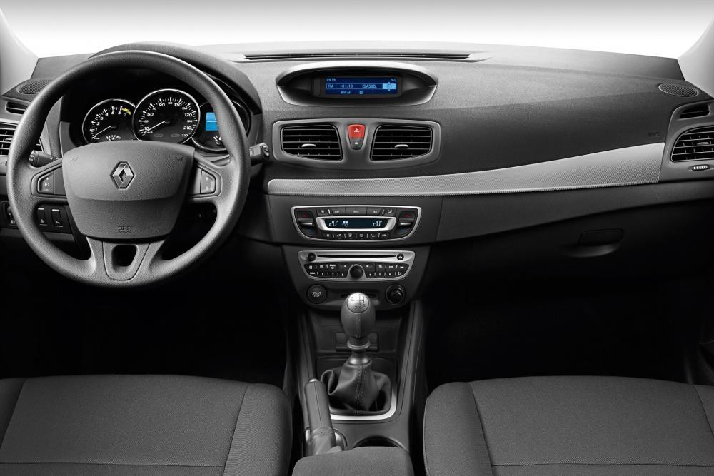 Renault Fluence 1 поколение (2009-2013) Седан интерьер