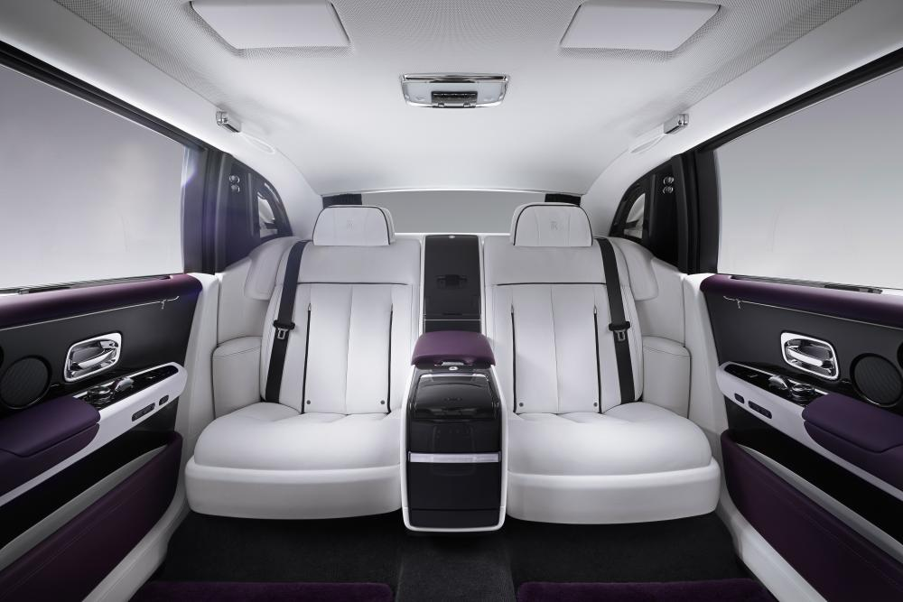 Rolls-Royce Phantom 8 поколение интерьер