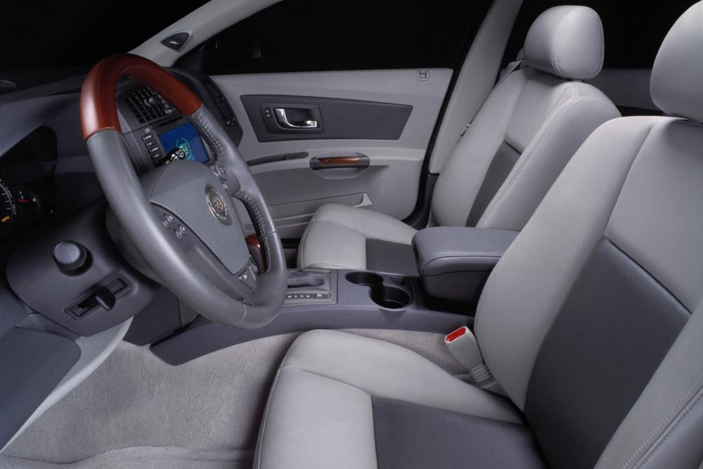 Cadillac CTS 1 поколение Седан интерьер