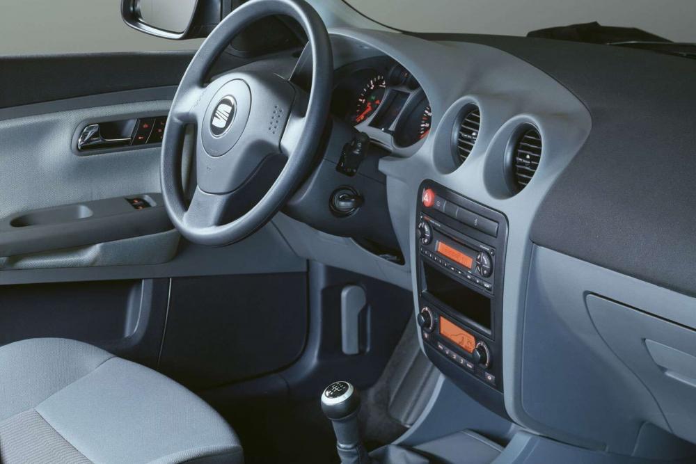 SEAT Ibiza 3 поколение Хетчбэк 3-дв. интерьер