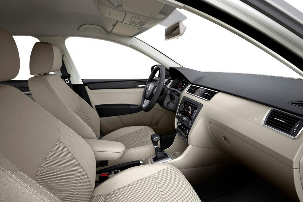 SEAT Toledo 4 поколение (2012-2018) Лифтбэк интерьер