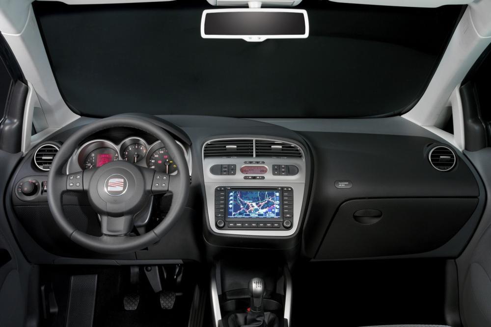 SEAT Toledo 3 поколение (2004-2010) Хетчбэк интерьер