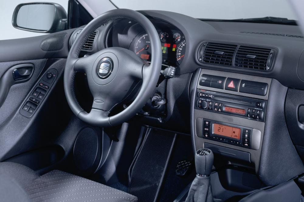 SEAT Toledo 2 поколение (1999-2006) Седан интерьер