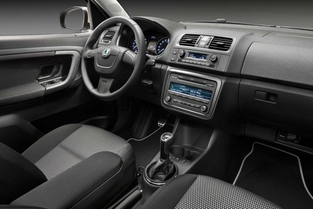 Skoda Roomster 1 поколение [рестайлинг] (2010-2015) Scout минивэн 5-дв. интерьер