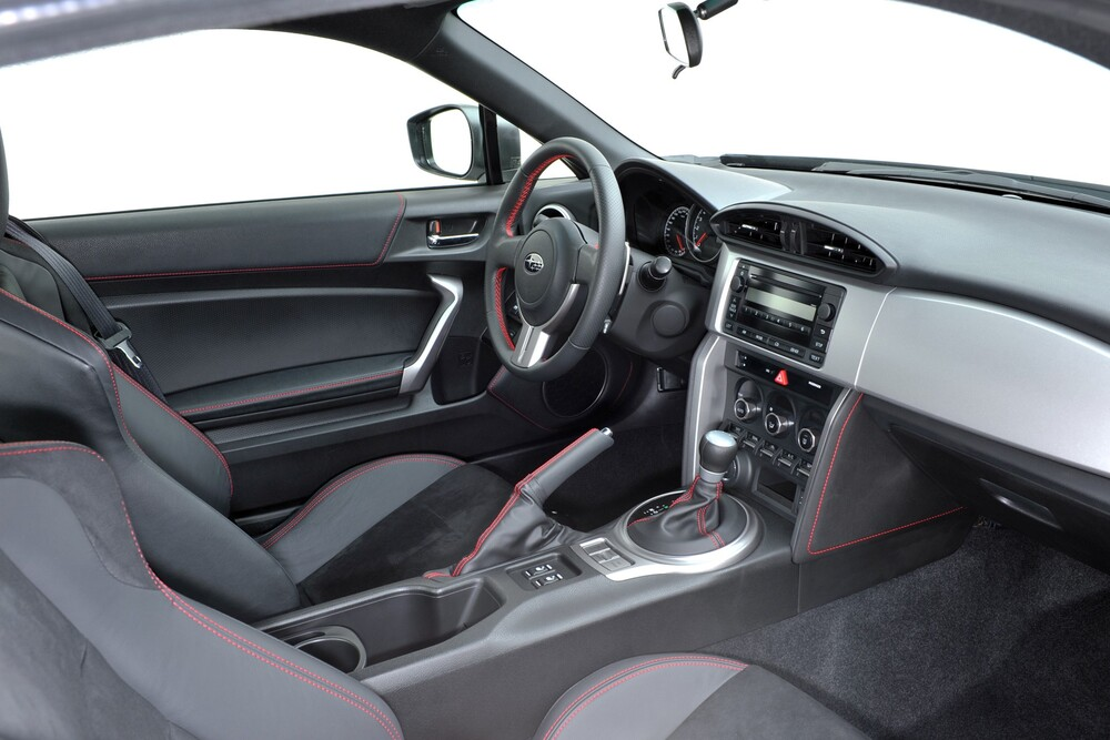 Subaru BRZ 1 поколение (2012-2016) Купе интерьер