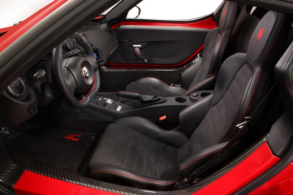 Alfa Romeo 4C 1 поколение Купе интерьер