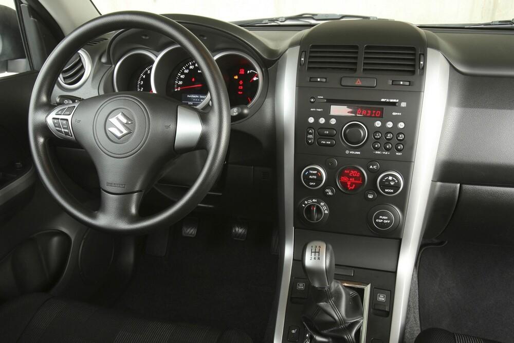 Suzuki Grand Vitara 2 поколение [рестайлинг] (2008-2012) Кроссовер 3-дв. интерьер