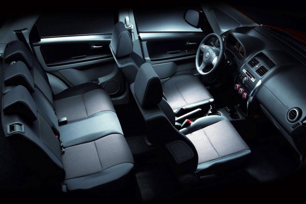 Suzuki SX4 1 поколение Хетчбэк интерьер