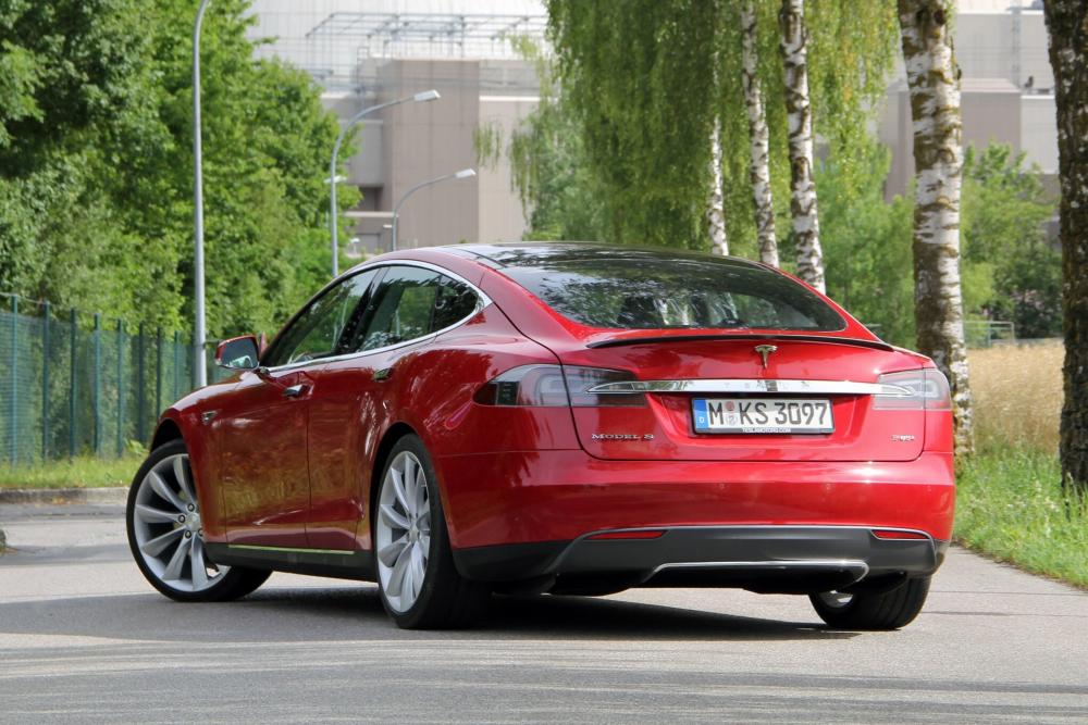 Tesla Model S 1 поколение