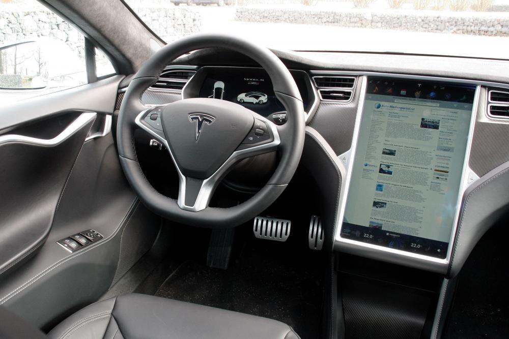 Tesla Model S 1 поколение интерьер