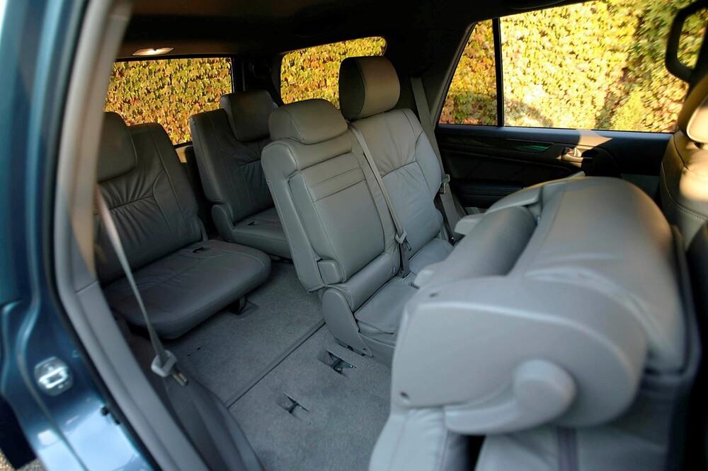 Toyota 4Runner 4 поколение (2002-2005) Внедорожник интерьер