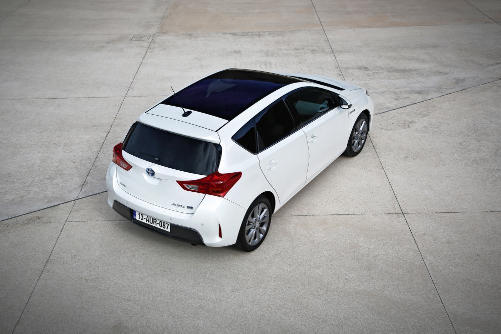 Toyota Auris 2 поколение (2012-2015) Hybrid хетчбэк 5-дв.
