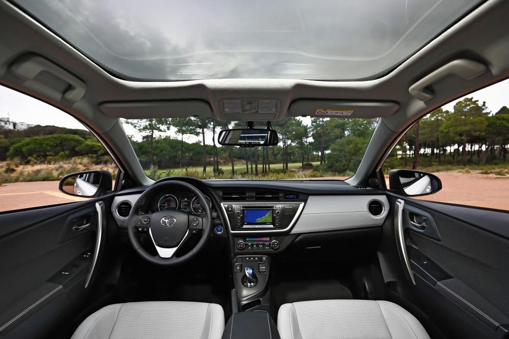 Toyota Auris 2 поколение (2012-2015) Hybrid хетчбэк 5-дв. интерьер