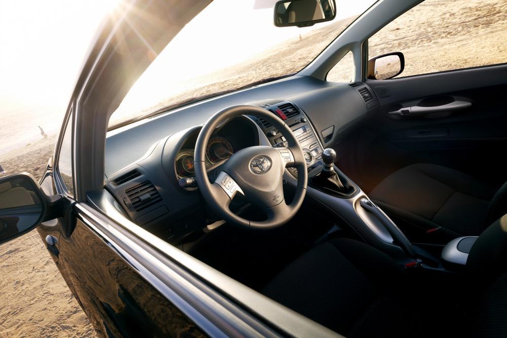 Toyota Auris 1 поколение (2007-2010) Хетчбэк 3-дв. интерьер