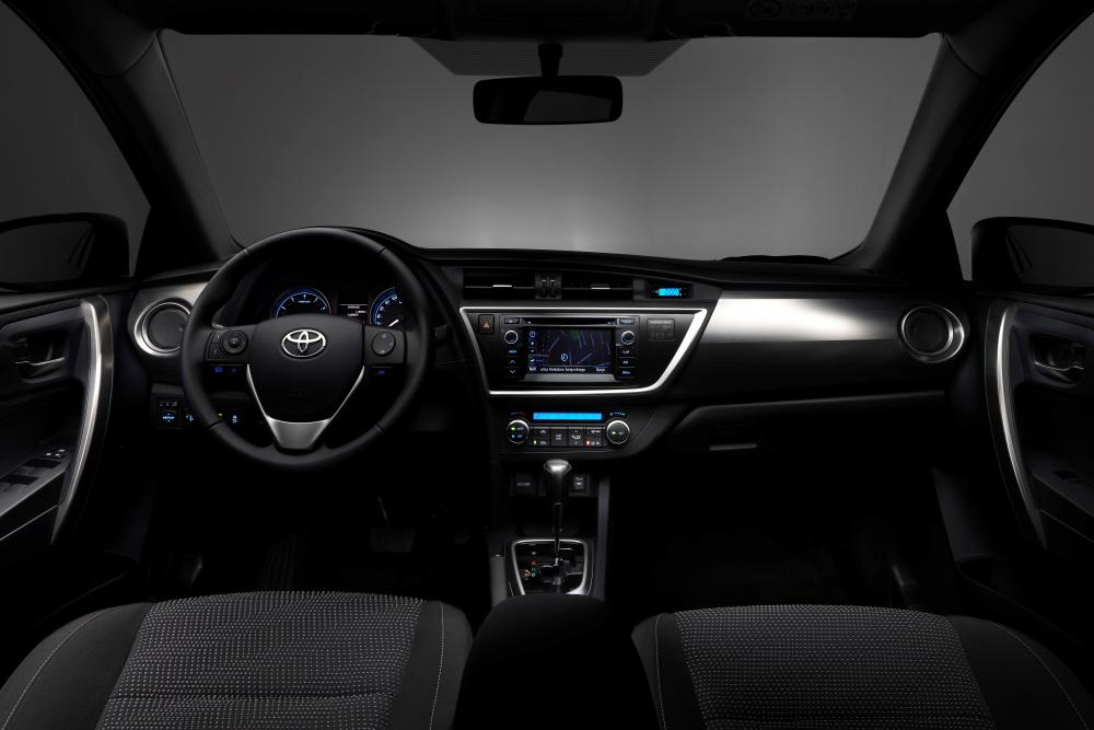 Toyota Auris 2 поколение (2012-2015) Touring Sports универсал 5-дв. интерьер