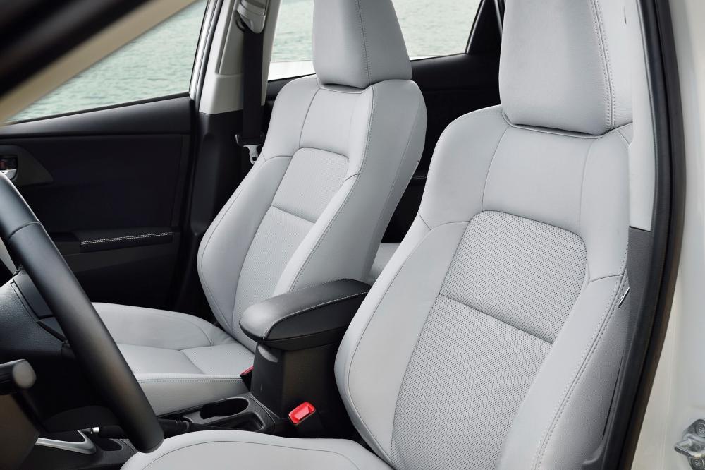 Toyota Auris 2 поколение (2012-2015) Touring Sports Hybrid универсал 5-дв. интерьер