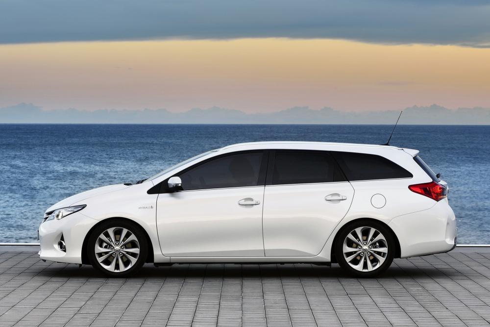 Toyota Auris 2 поколение (2012-2015) Touring Sports Hybrid универсал 5-дв.