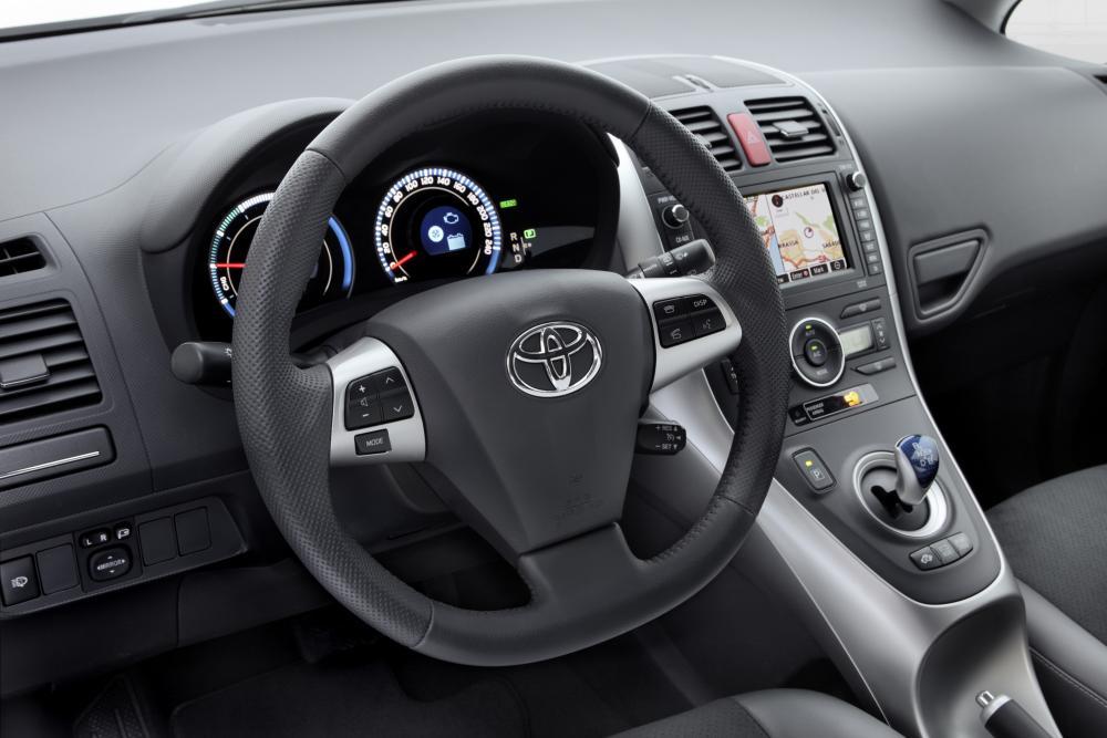 Toyota Auris 1 поколение [рестайлинг] (2010-2012) Hybrid хетчбэк 5-дв. интерьер