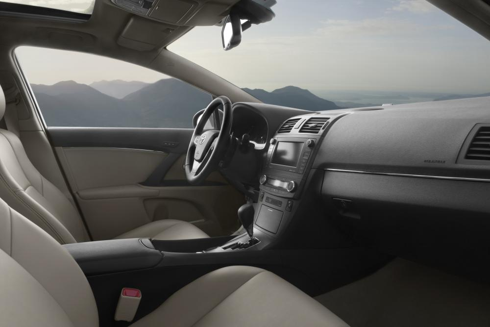 Toyota Avensis 3 поколение (2009-2011) Седан интерьер