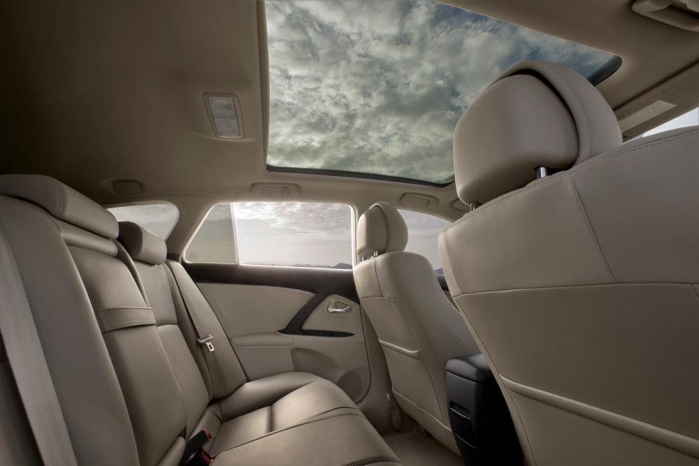 Toyota Avensis 3 поколение (2009-2011) Универсал интерьер