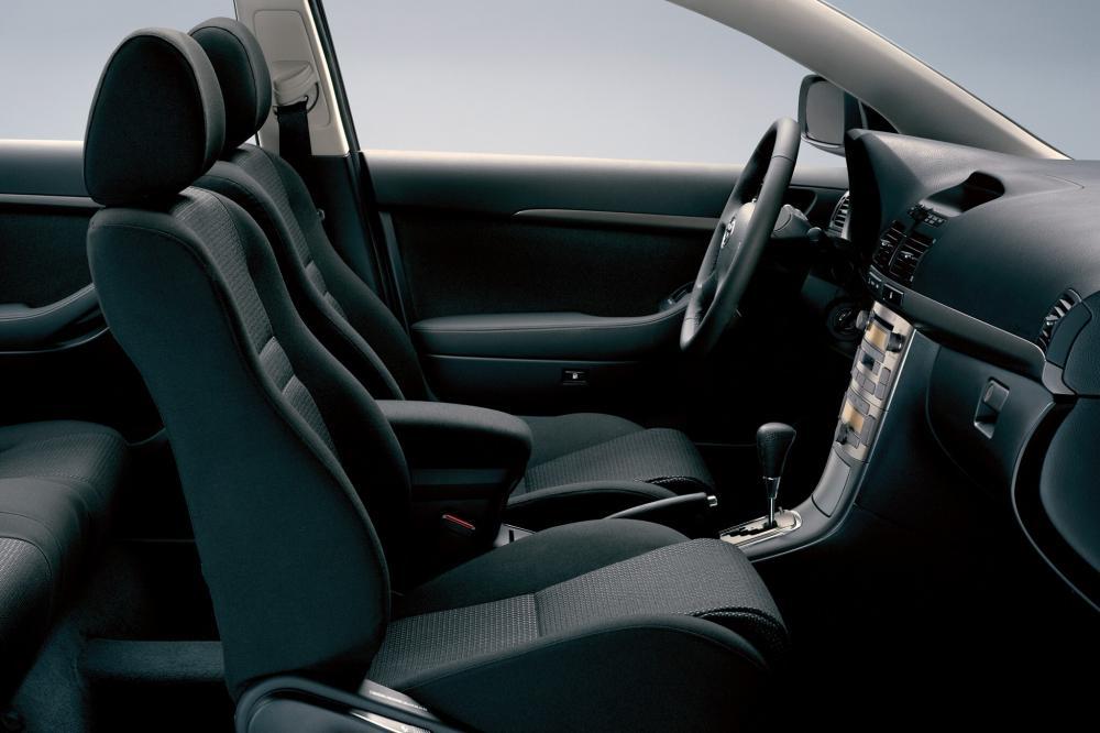 Toyota Avensis 2 поколение (2002-2006) Лифтбэк