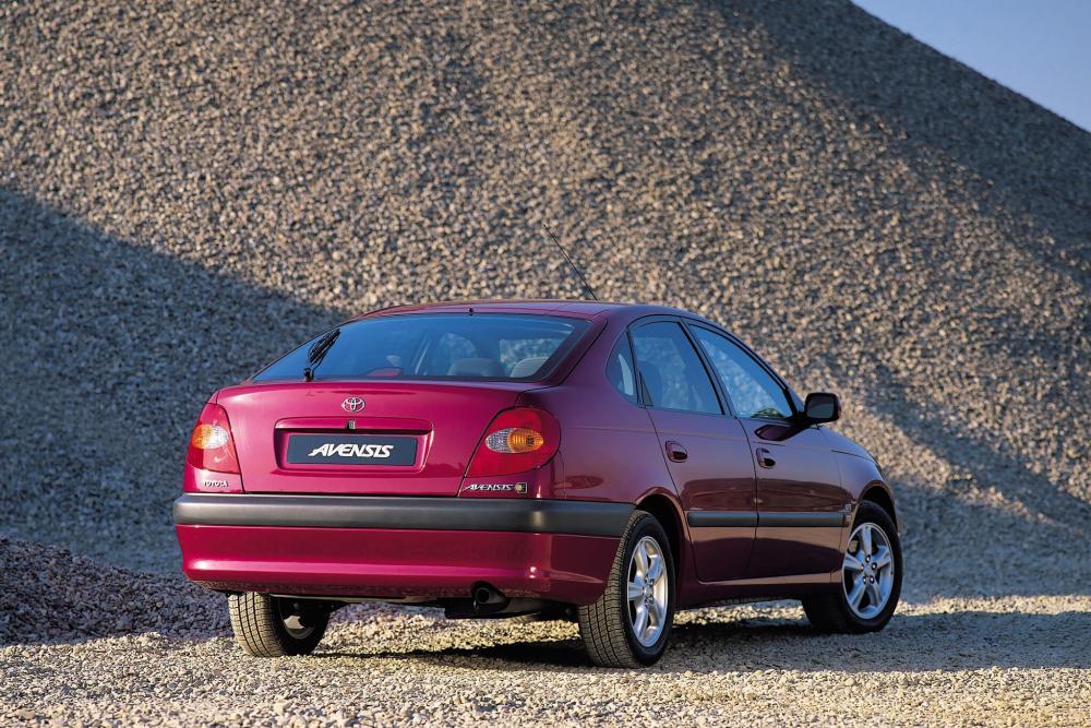 Toyota Avensis 1 поколение (1997-2000) Хетчбэк