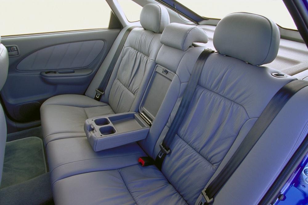 Toyota Avensis 1 поколение (1997-2000) Хетчбэк интерьер