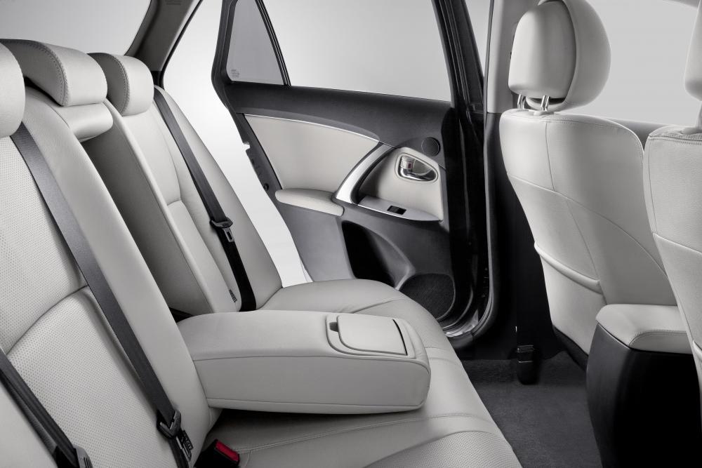 Toyota Avensis 3 поколение [рестайлинг] (2011-2015) Универсал интерьер