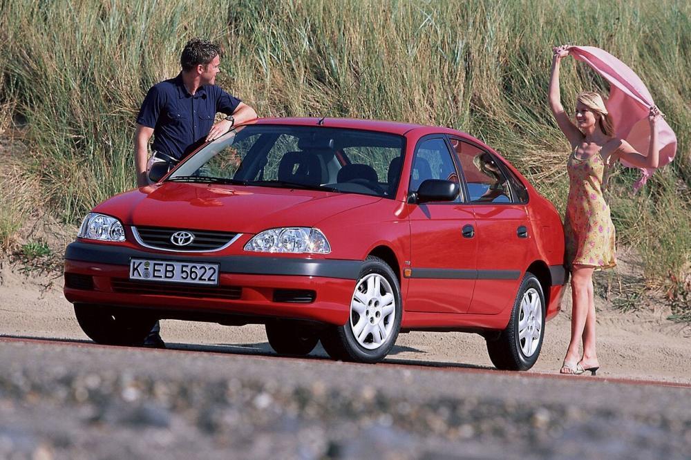 Toyota Avensis 1 поколение [рестайлинг] (2000-2003) Хетчбэк