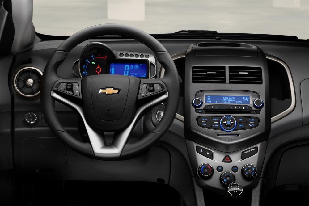Chevrolet Aveo T300 (2011-2016) Седан интерьер