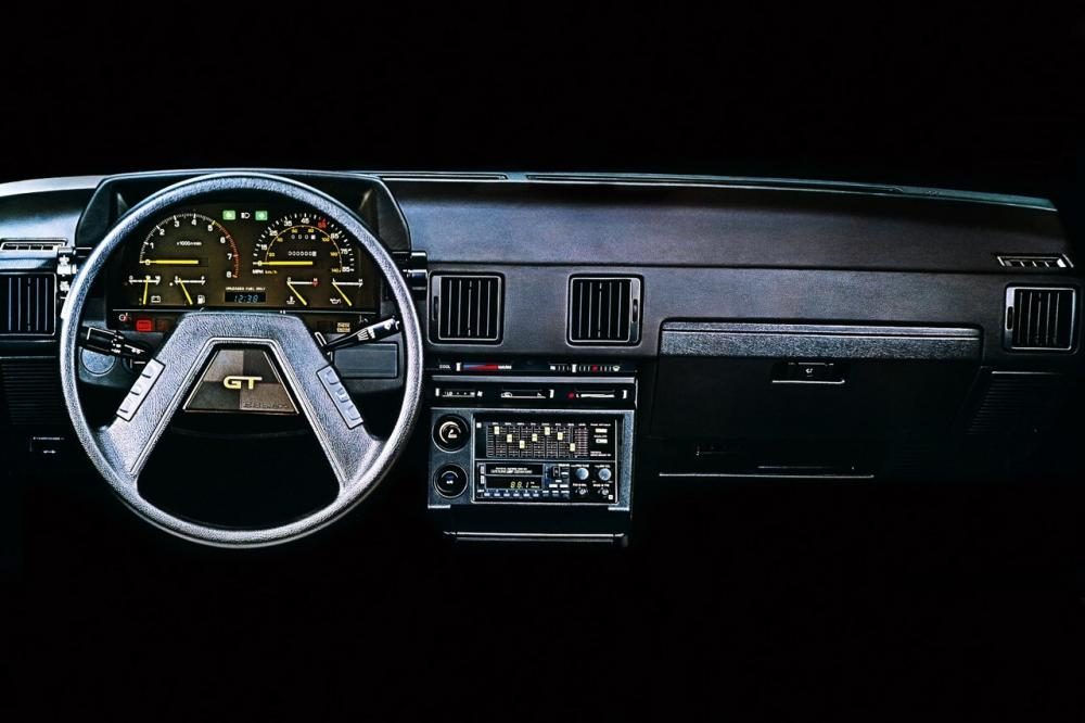 Toyota Celica 3 поколение (1981-1985) Купе интерьер