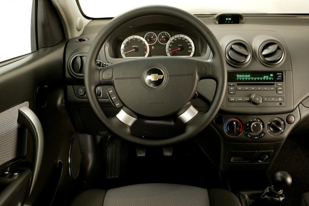 Chevrolet Aveo T250 рестайлинг (2006-2012) Хетчбэк 3-дв. интерьер