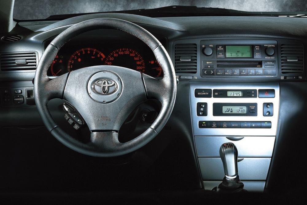 Toyota Corolla 9 поколение E120 (2001-2004) Универсал 5-дв. интерьер